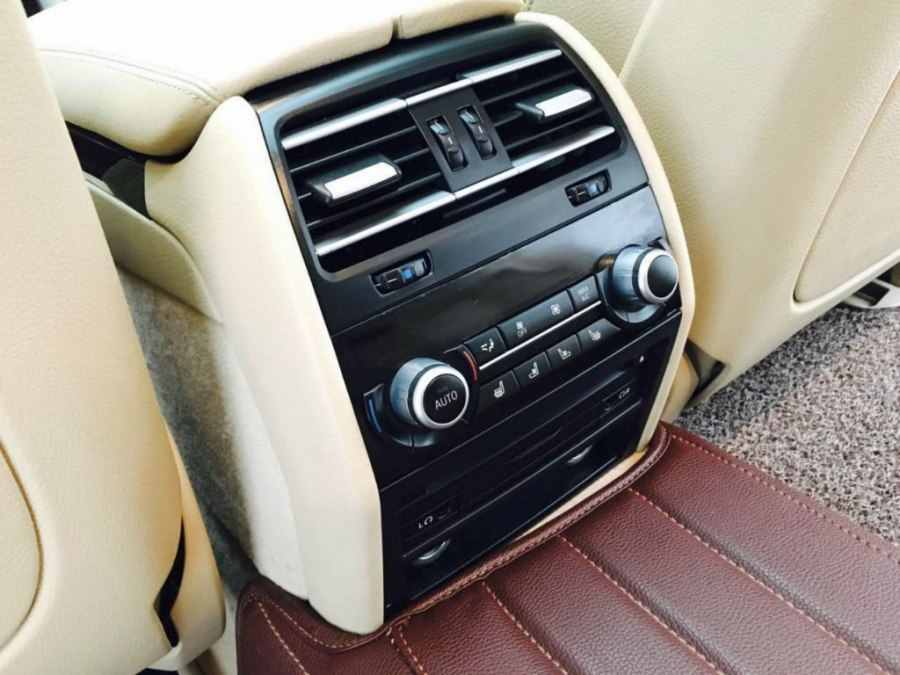 款 宝马7系 730li 豪华型  车身颜色 香槟色 年检到期时间 2017-09-01