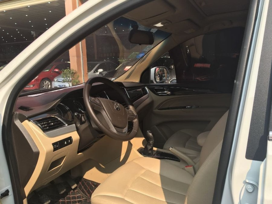 车辆型号 :宝骏730 排量:1.5L 上牌日期 :2016年1月行驶里程 : 1.2万公里壹通实惠价:7.98万主要配置 :准新车,1.5豪华版,带全屏导航,带天窗,真皮座椅,真皮方向盘,定速巡航,倒车影像,安全气囊、车身动态稳定系统,CD,DVD音响. 经典车型更有味道。外观时尚大气,空间宽敞舒适,一手私家车首选! 公司还可以包过户,可分期付款,首付3成就可把爱车开走.