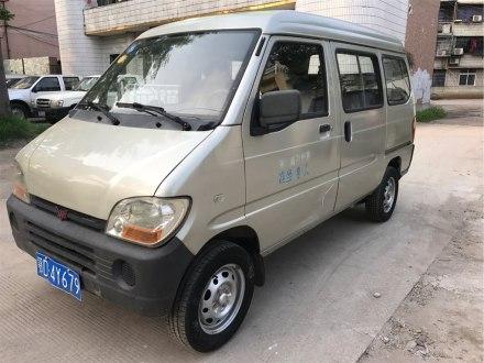 五菱之光 2010款 1.0L新版立�I型�L�身